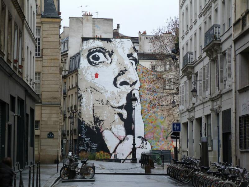 graffitis portrait Jef Aérosol Chuuuttt !!! flèche rouge signature street art pompidou fontaîne stravinsky