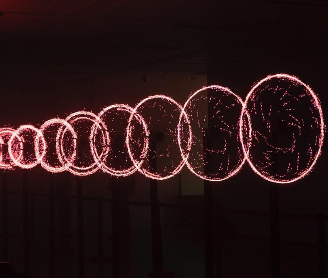ronds cercles lumières rouges poussières feu flammes