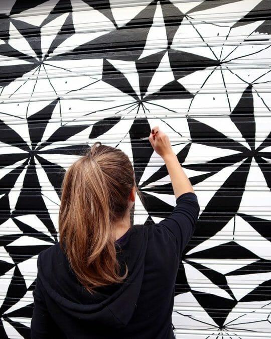 Tanya Heidrich stillonoir peint garage porte forme géométriques