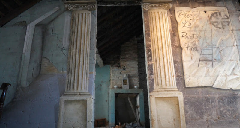 fresque peinture classique colonnes pierrot le peintre fou