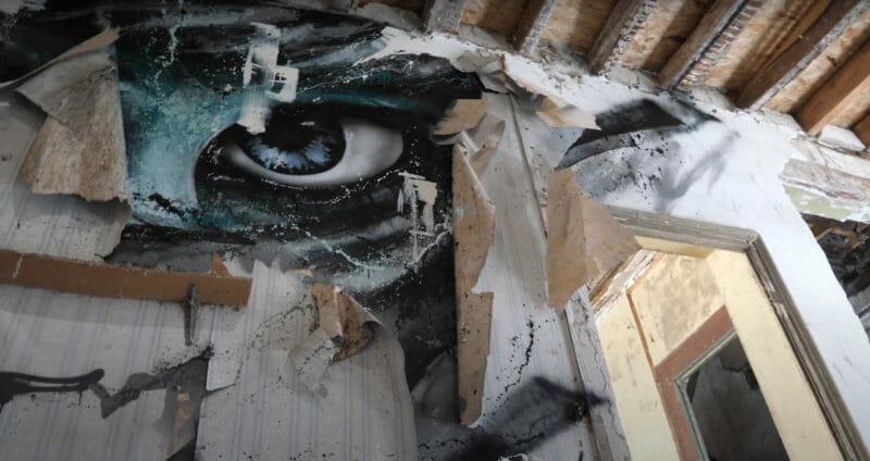 fresque yeux oeil bleu mur déchiré papier peint