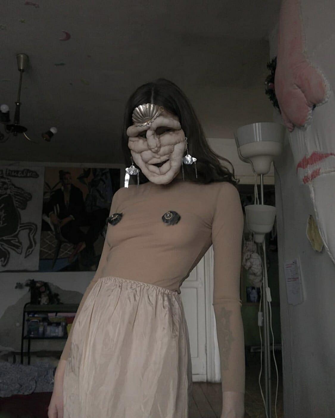 Alisa Gorshenina en body beige