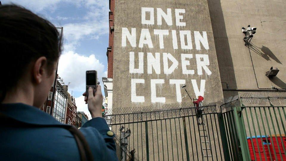 Oeuvre connue de Banksy : One nation under CCTV
