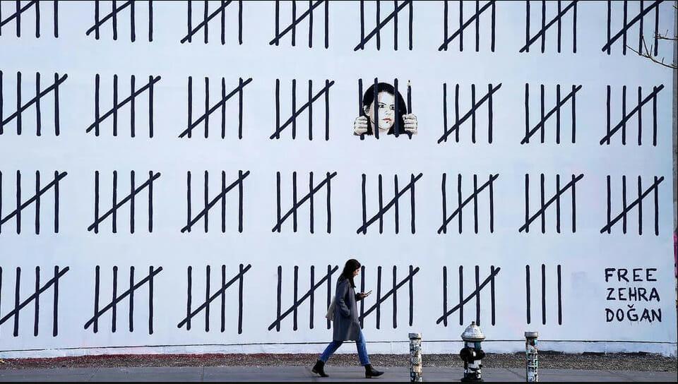 Banksy free Zehra Dogan
