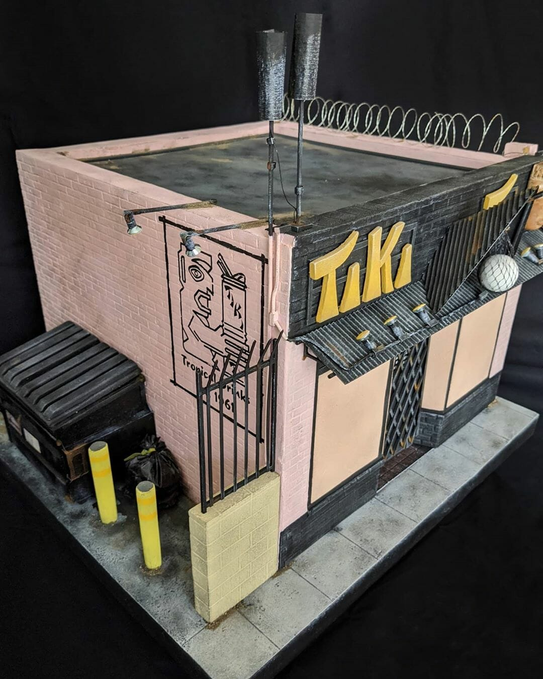 Reproduction miniature de Tiki Ti par l'artiste Kieran Wright