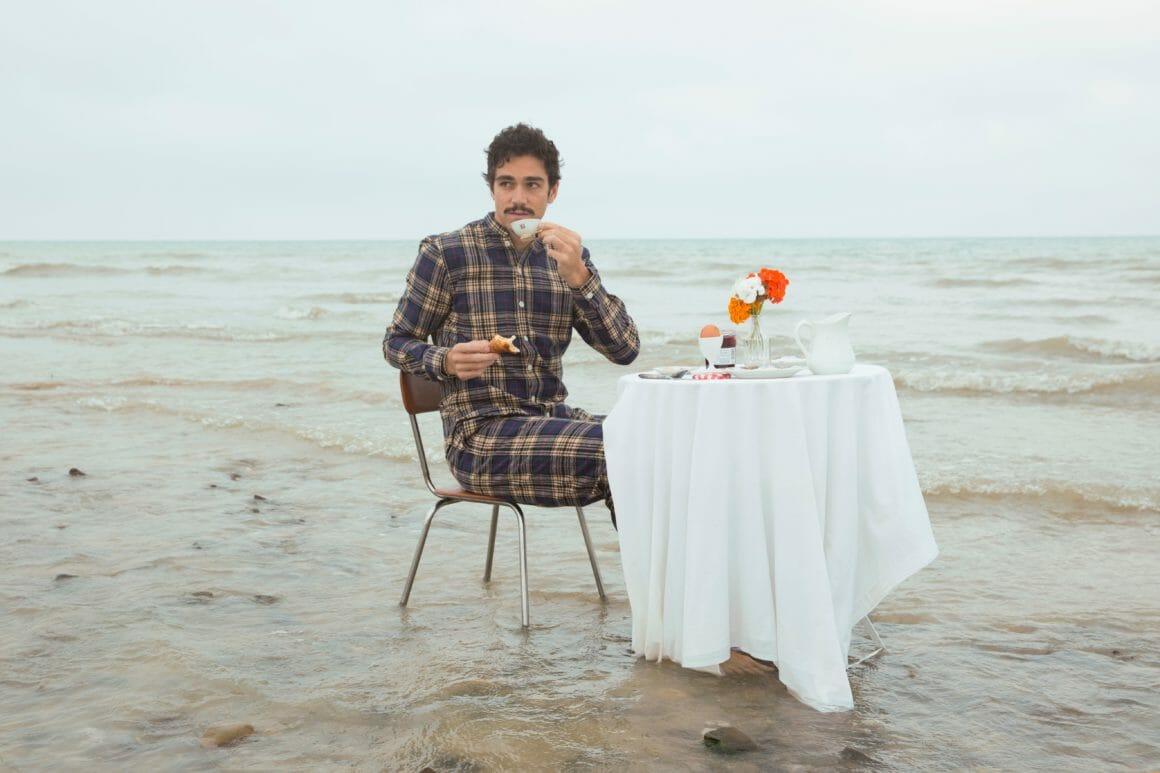 Olow table dans l'eau Hors Saison
