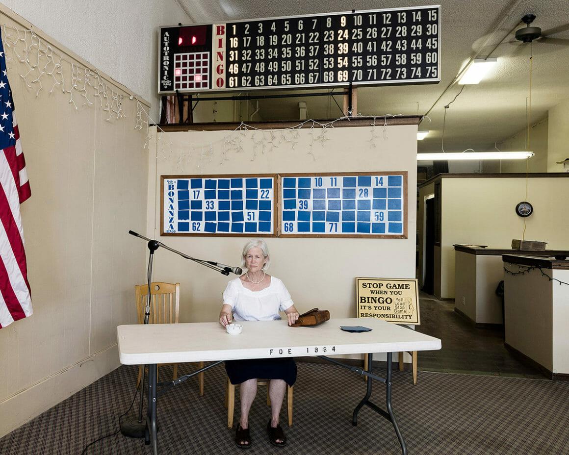Une photo de Jennifer Garza Cuen prise lors d'un bingo à Buffalo, pour sa série Imag(in)ing America