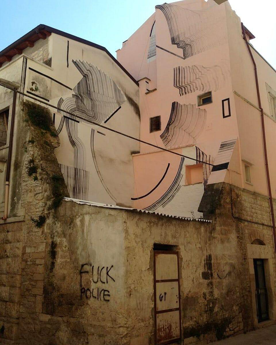 L'artiste 2501 s'amuse à investir tout types d'espaces donc les batiments à l'abandon