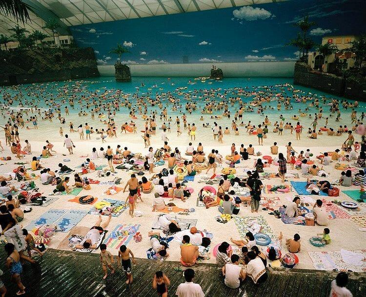 Martin Parr fausse plage parc aquatique