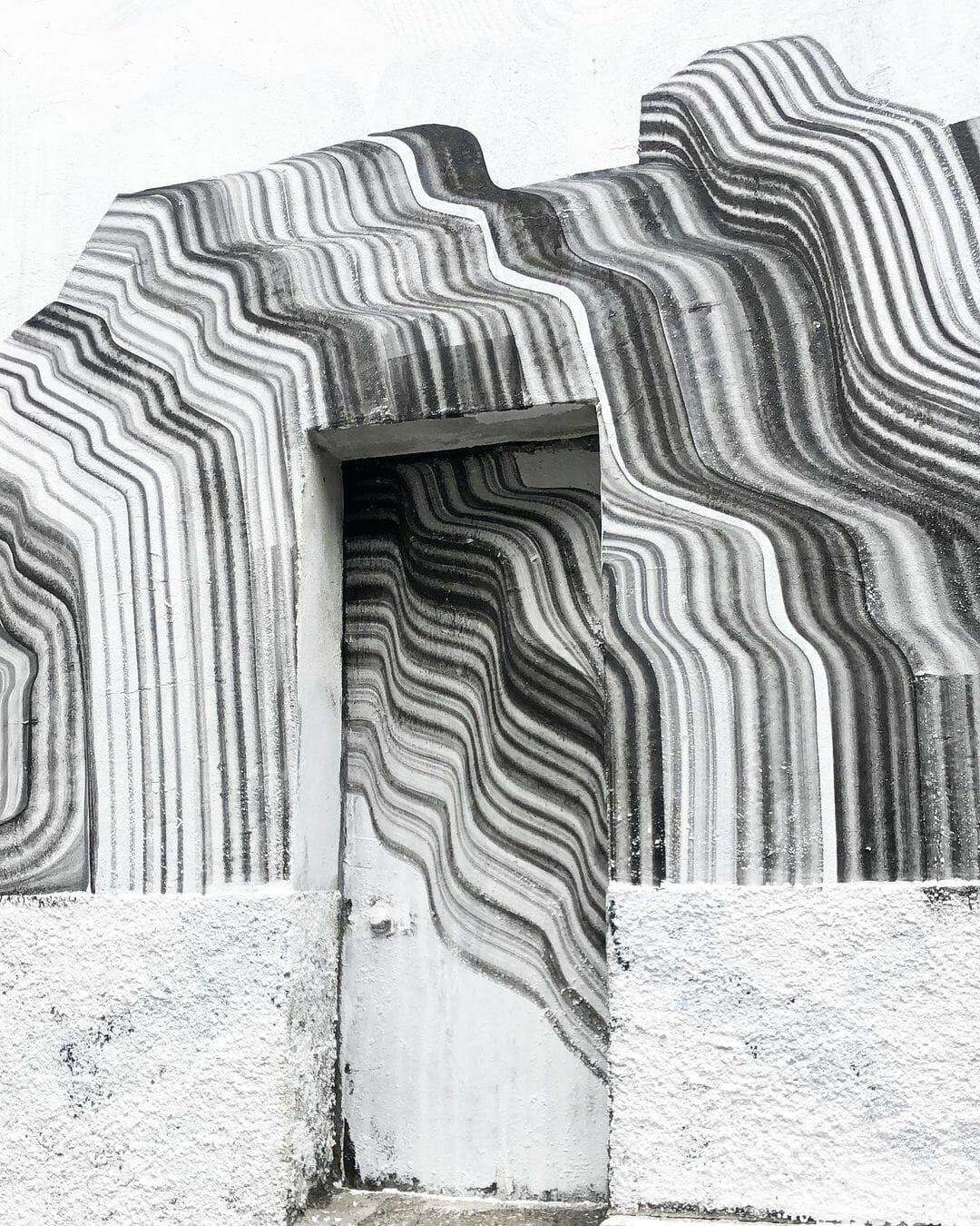 Une porte sublimée par les traits de l'artiste 2501