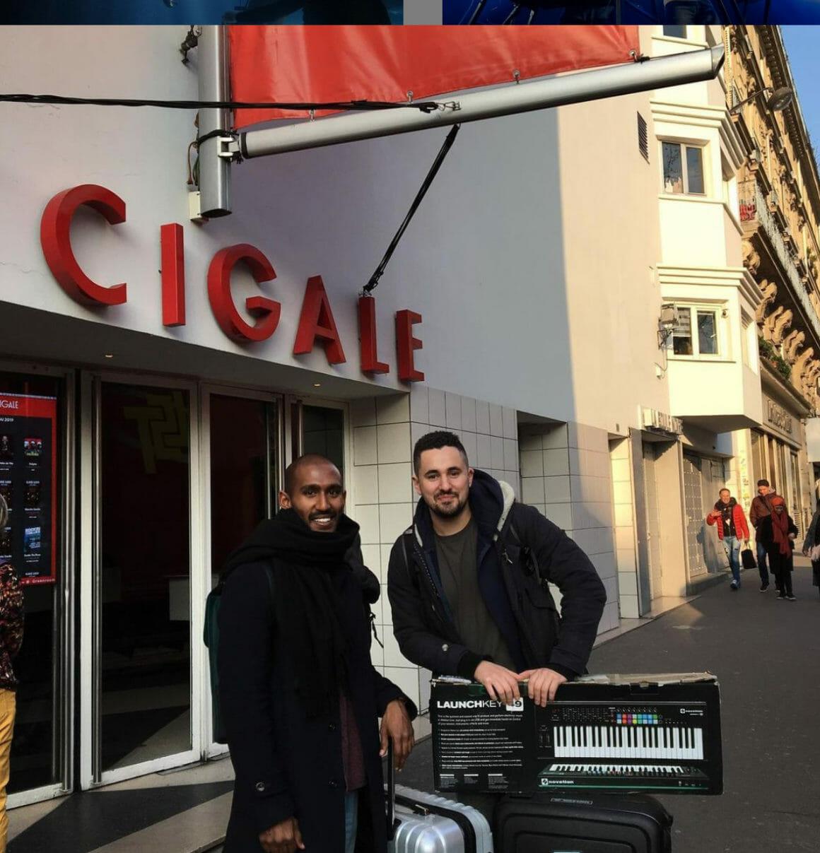 Les Jaffna devant la salle de concert La Cigale à Paris