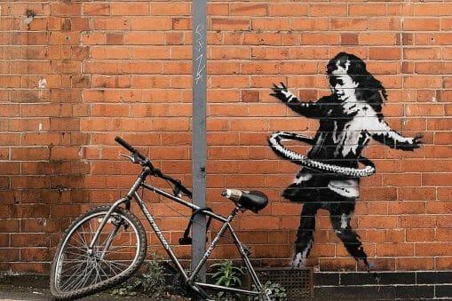 Banksy : La Fille au hula-hoop, arrachée à Nottingham puis vendue 1