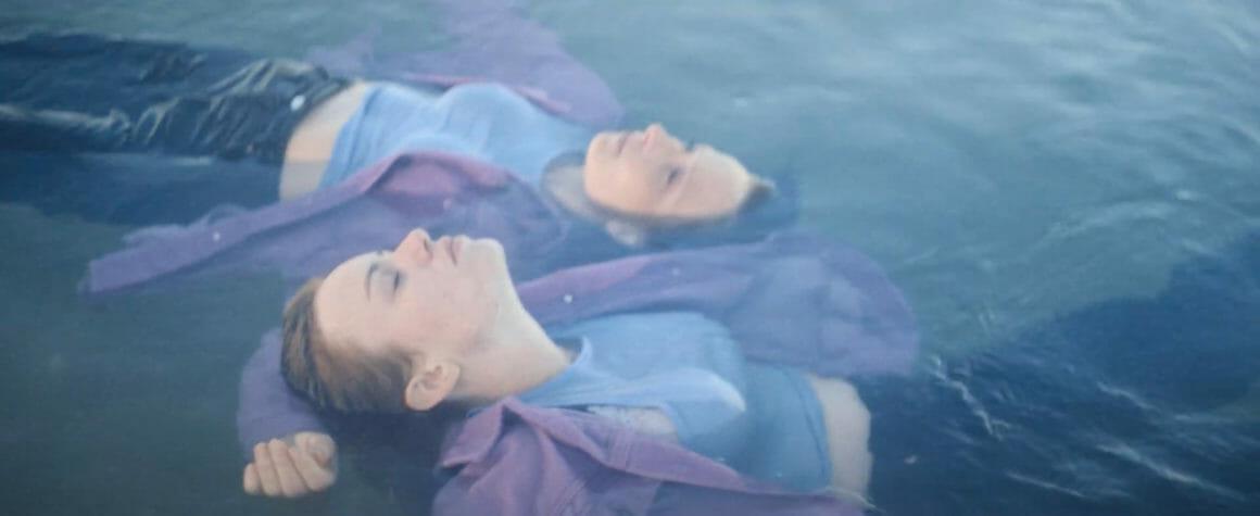 Image du clip Orage filles dans l'eau