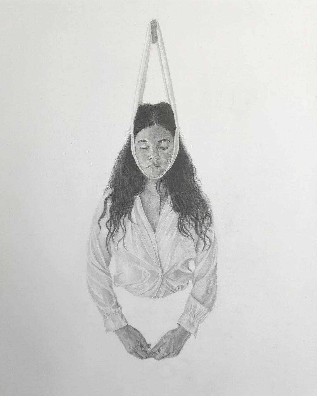 Illustration de Katie Evans, une femme qui n'a que le buste est attaché à la mâchoire par une sorte de bande en tissu