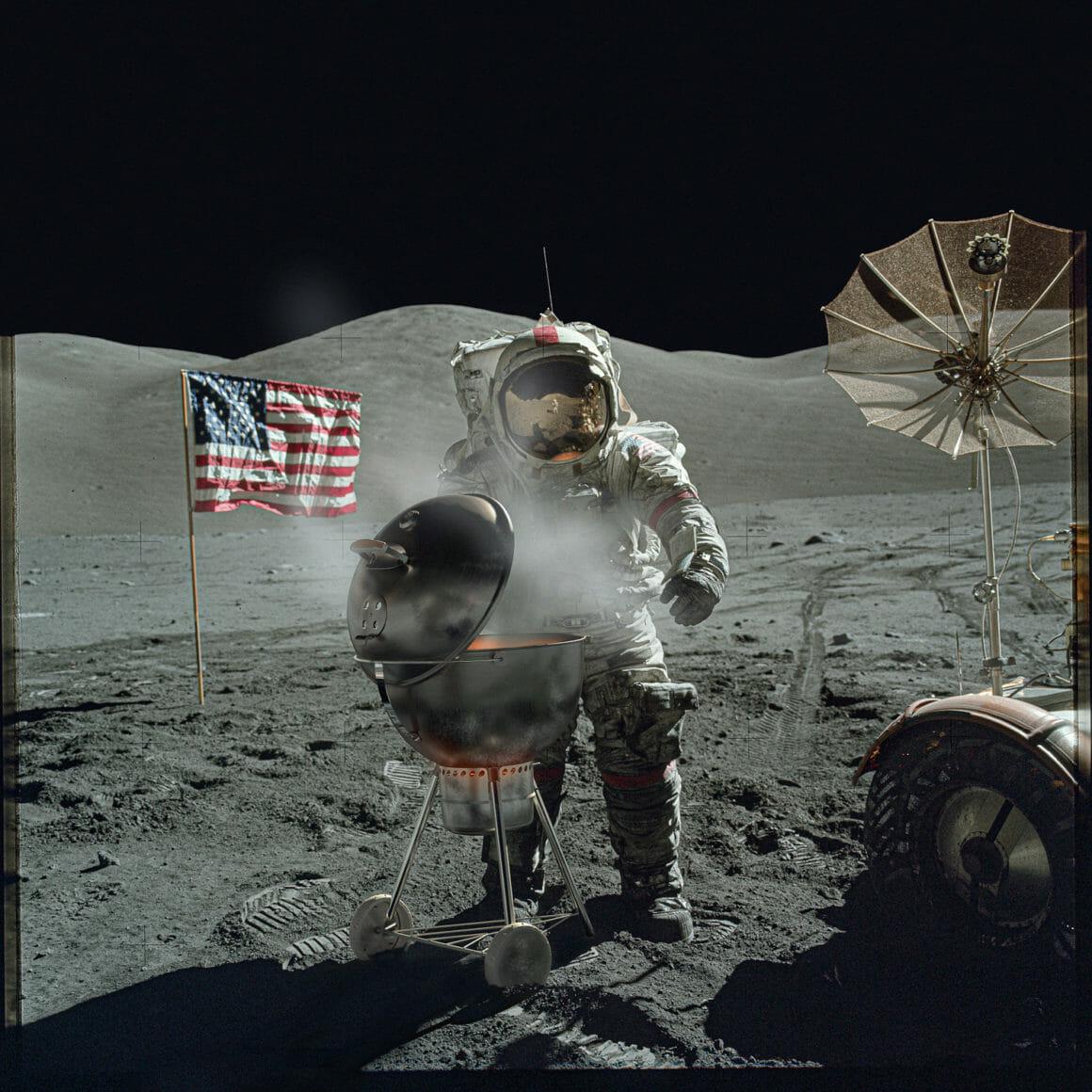 Astronaute qui fait un barbecue sur la Lune