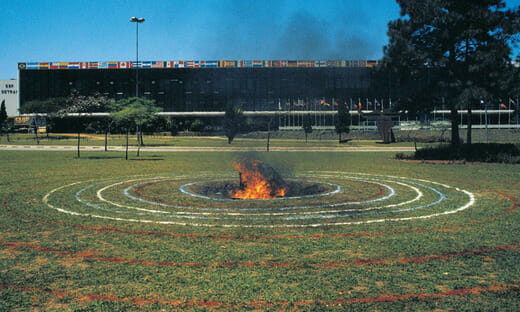 Spirale avec au centre météorite en feu