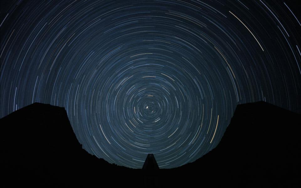 Tourbillon d'étoiles jusqu'à un axe