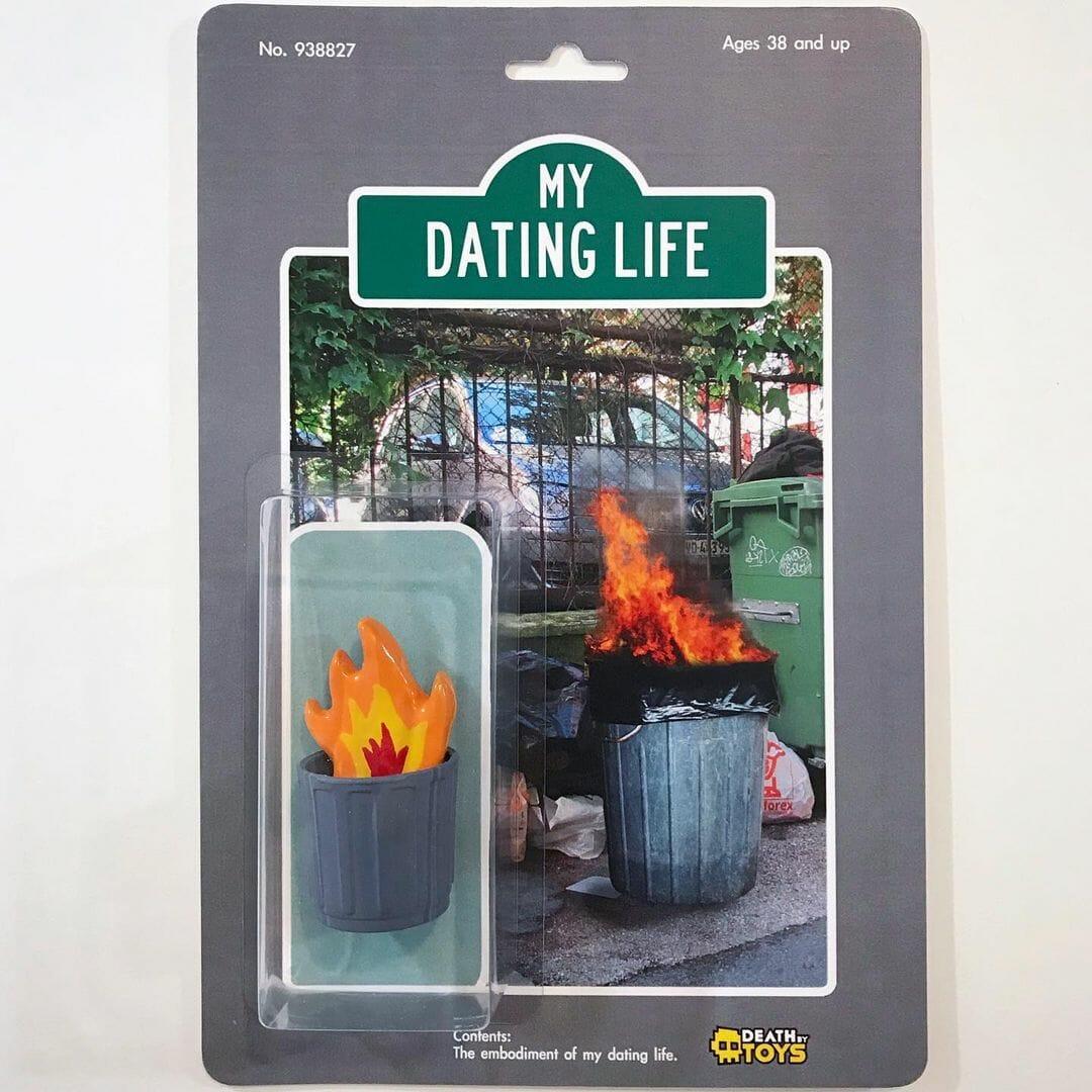 Dating Life, sculpture d'une poubelle en feu par l'artiste Death by Toys