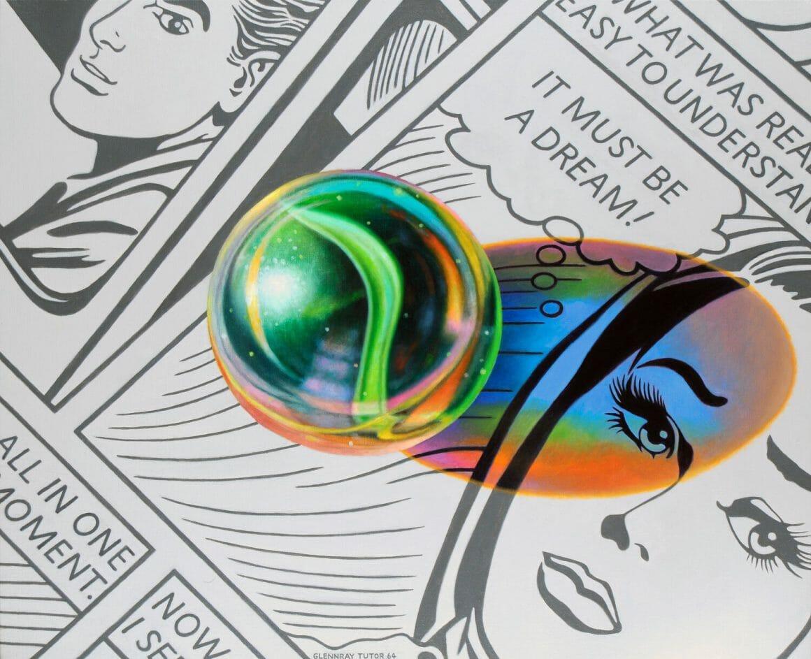 Solo (it must be a dream) - Bille en verre sur fond de comics en noir et blanc. La couleur de la bille se reflète comme un arc en ciel sur le papier.