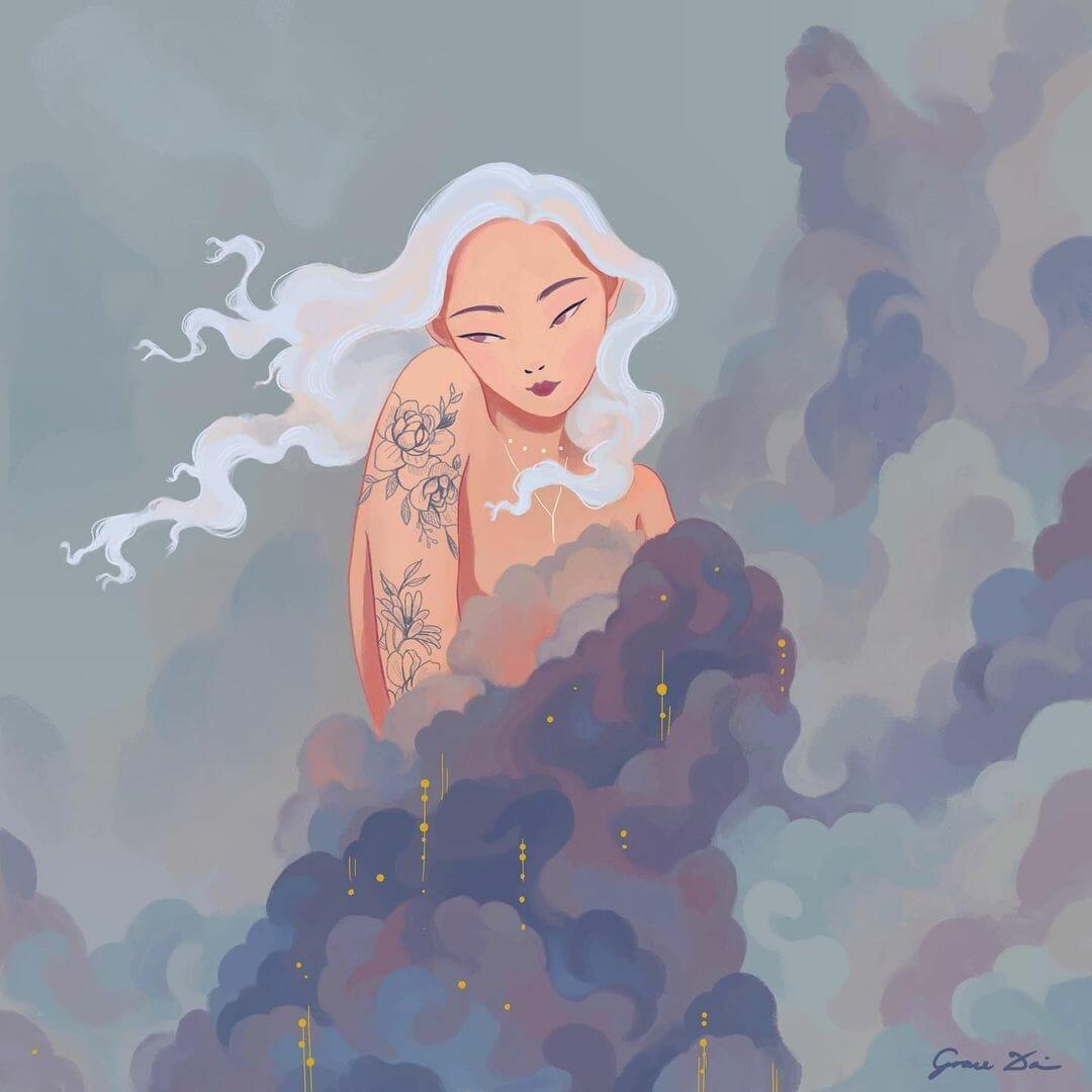 Une femme aux cheveux longs et blancs, tatouée de fleurs, a le corps cachées par les nuages