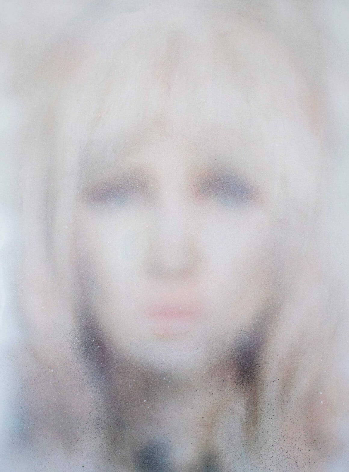 Portrait d'une femme blonde flou illustration Eliana Marinari