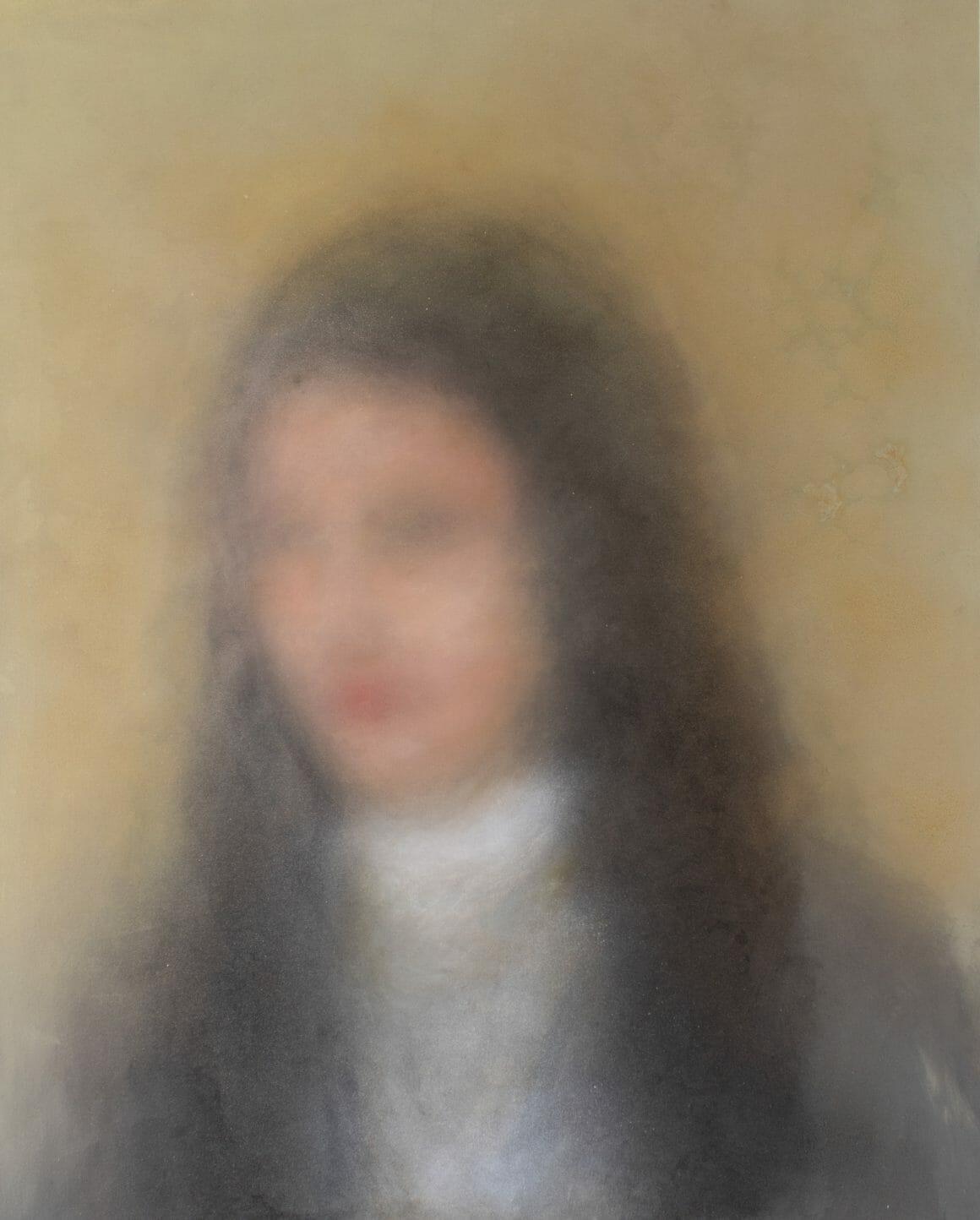 Portrait d'une jeune femme flou