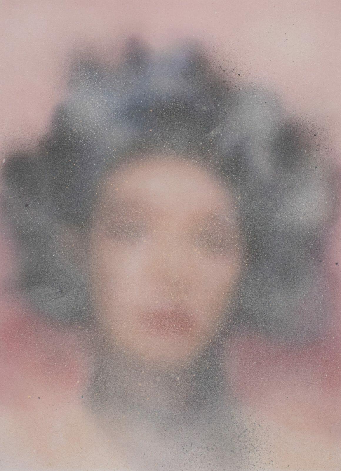 Portrait d'une femme aux cheveux courts