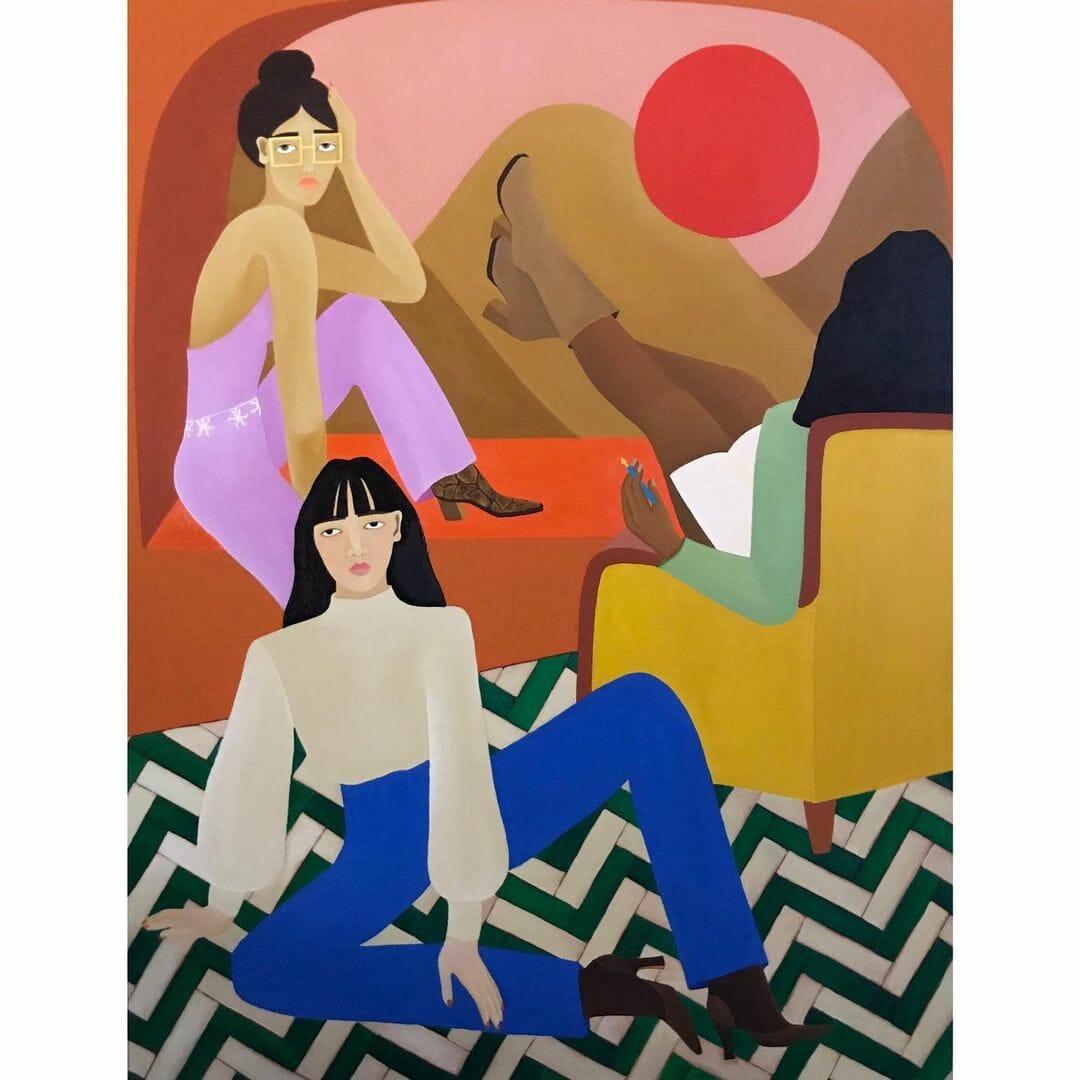 Une femme est assise sur un rebord de fenêtre. A ses pieds, une seconde est avachie sur le sol, à côté d'une troisième, sur un fauteuil jaune, dos au spectateur.