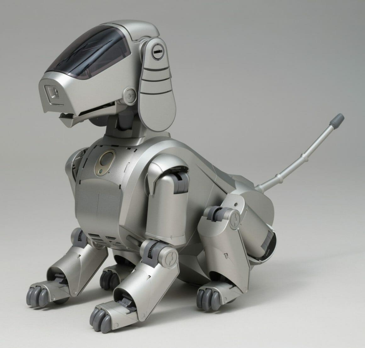 AIBO, le chien robot commercialisé par Sony en 1999 et imaginé par Hajime Sorayama.