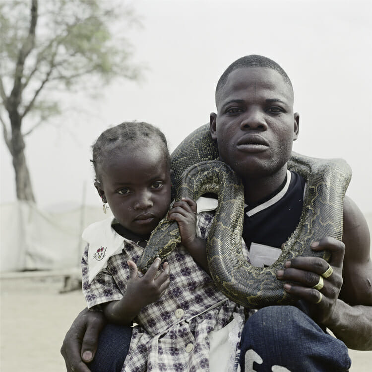 Mummy Ahmadu and a snake charmer with a rock python, Abuja, Nigeria, 2005 par Pieter Hugo