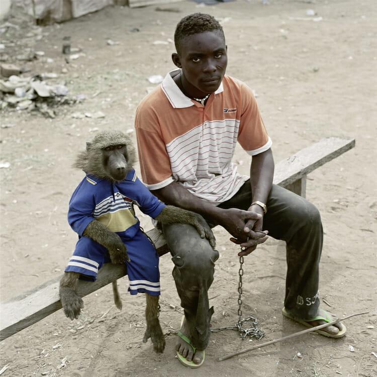 Dayaba Usman with the monkey Clear, Nigeria, 2005 par Pieter Hugo