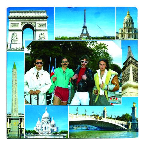 """Montage des lieux les plus touristique de paris. Au centre, la photo des quatre membres du boys band fictif """"Foreigner"""", qui posent pour la caméra."""