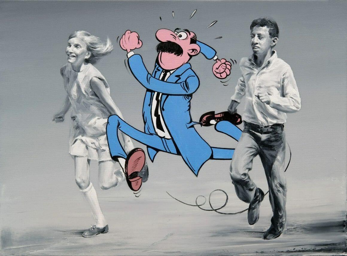 Deux enfants courent. Entre les deux, un personnage de bande dessinée, en couleur, est sur le point de les dépasser.