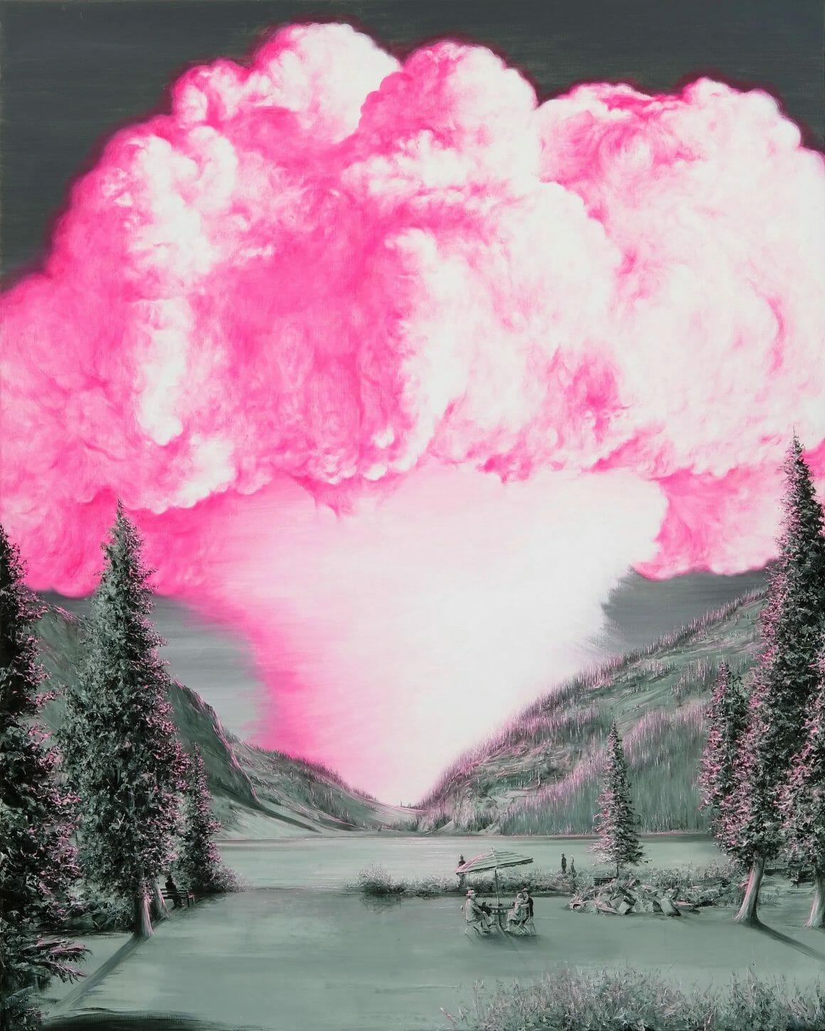 Plan d'un paysage en noir et blanc d'un lac de montagne, devant lequel une famille est attablée. Au fond, un nuage rose en champignon émet du sol.