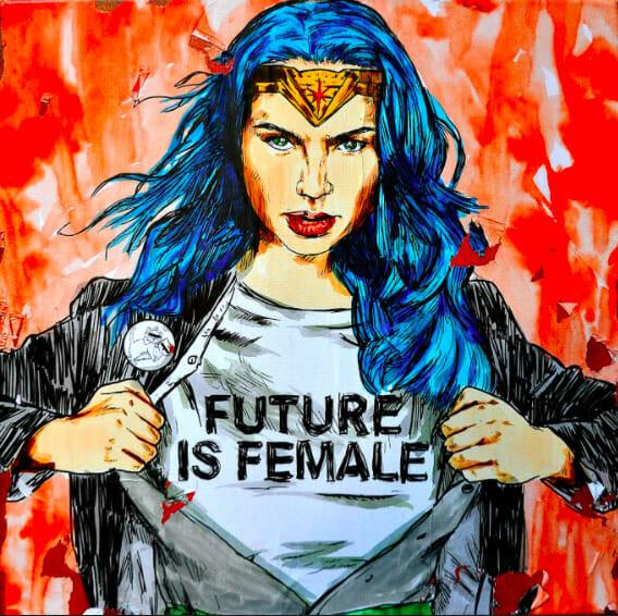 """Fresque de Wonderwoman avec un t-shirt """"Future is female""""."""