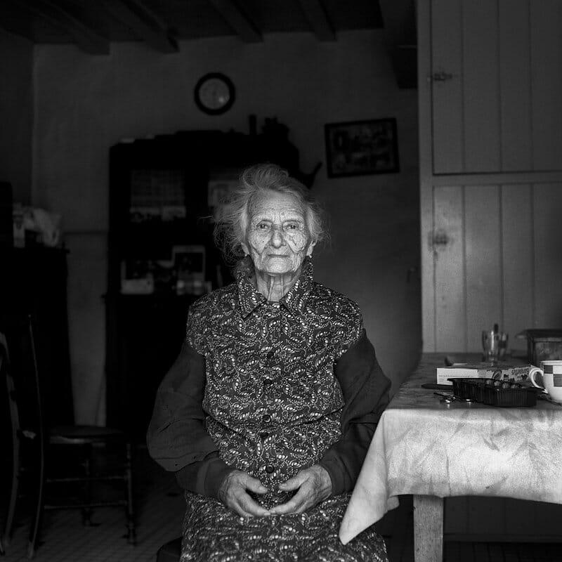 Photographie d'une vieille dame.