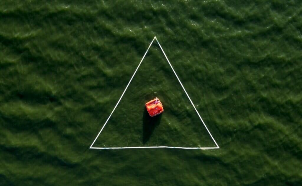 Photographie du dessus de Ruben Martin De Luca dans la mer.