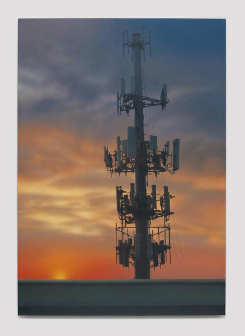 Peinture d'une antenne téléphonique.