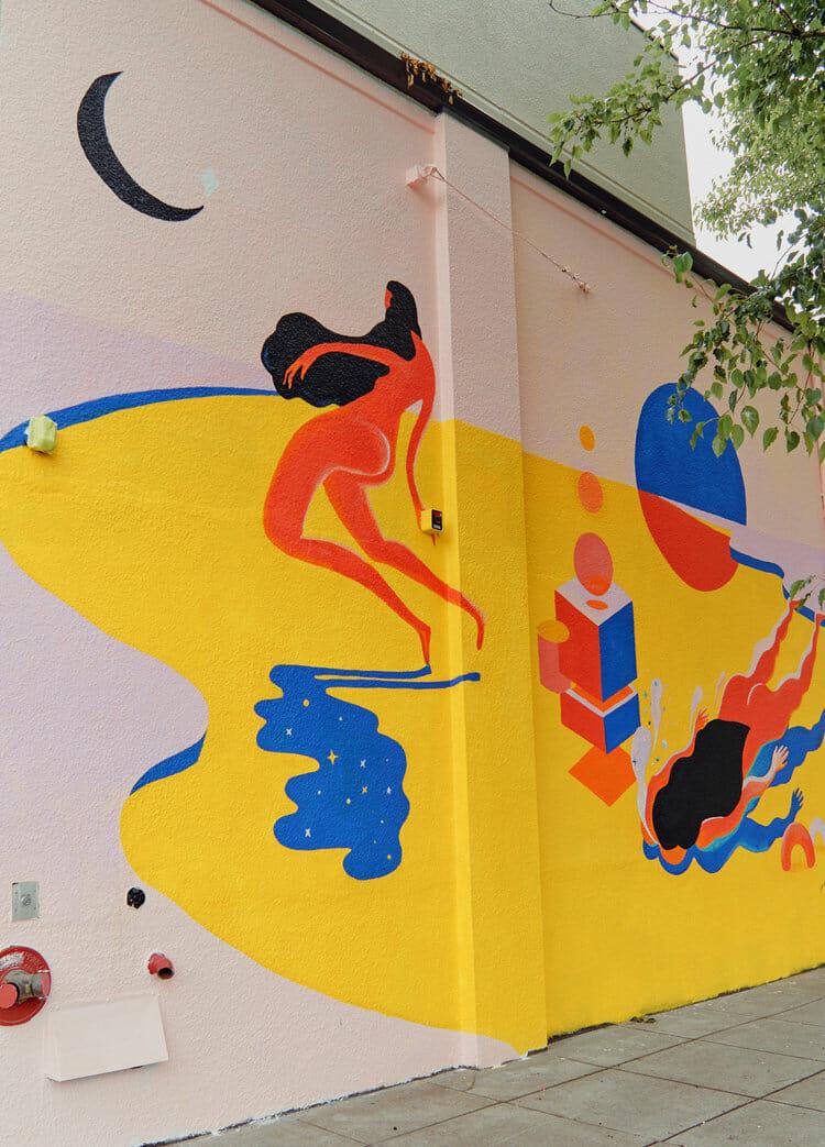 Peinture murale avec deux femmes.