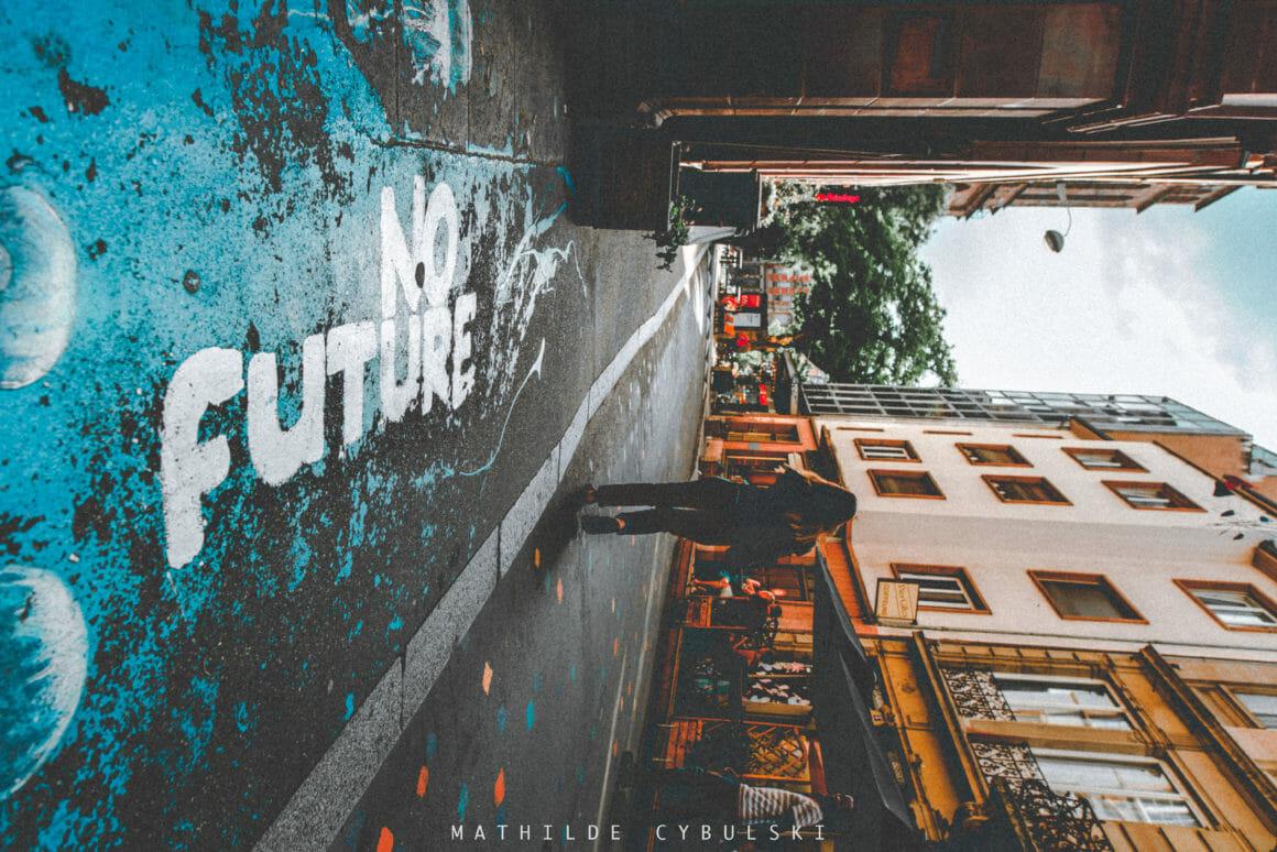 no future rue pavés