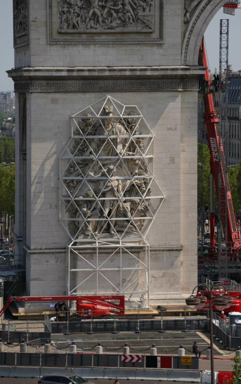arc triomphe debut travaux gros plan sculpture