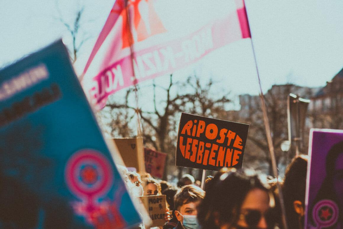 manifestation féministe riposte