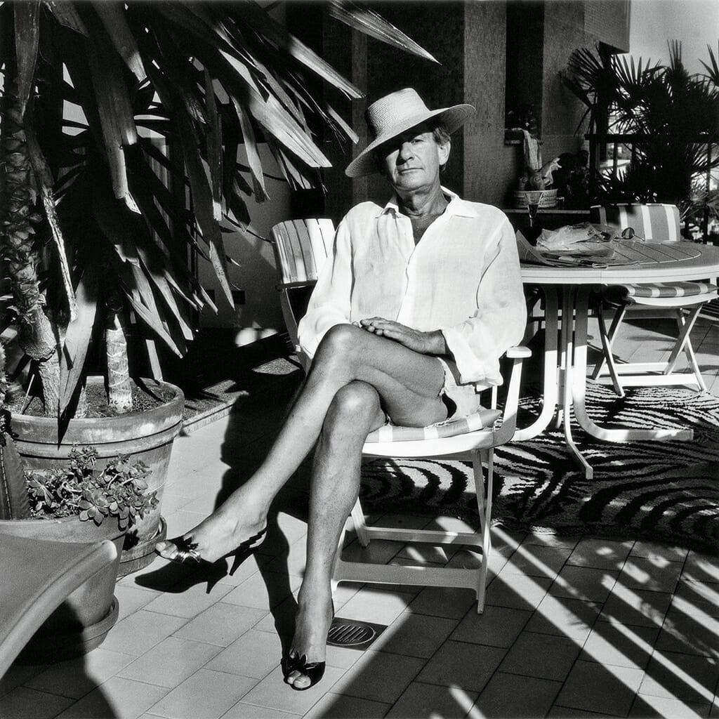 Helmut Newton portrait noir et blanc dans sa maison
