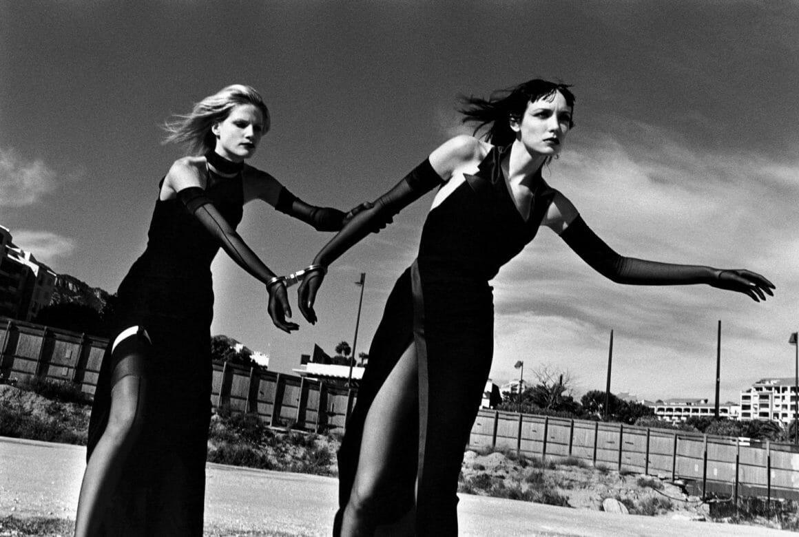 Photo de mode réalisée par le photographe australien Helmut Newton.
