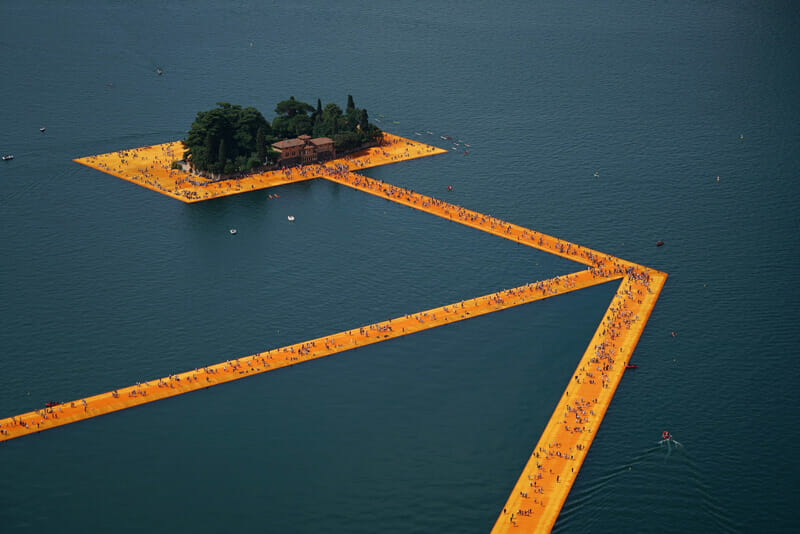 The Floating Piers, Lake Iseo, Italy, 2014-16  Christo and Jeanne-Claude – Photo Wolfgang Volz