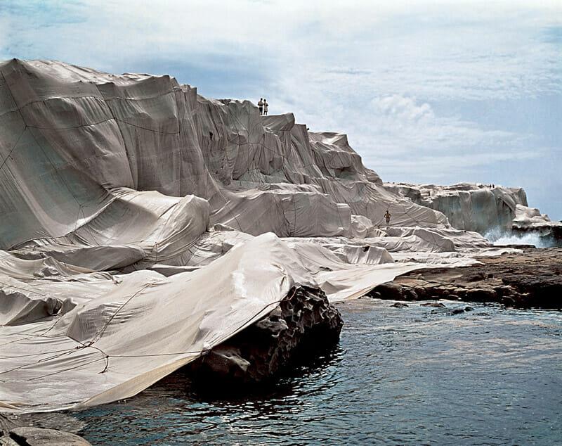 Wrapped Coast One Million Square Feet Little Bay Sydney, Australia,1968-69 -Christo et Jeanne-Claude - Photo par Shunk Kender