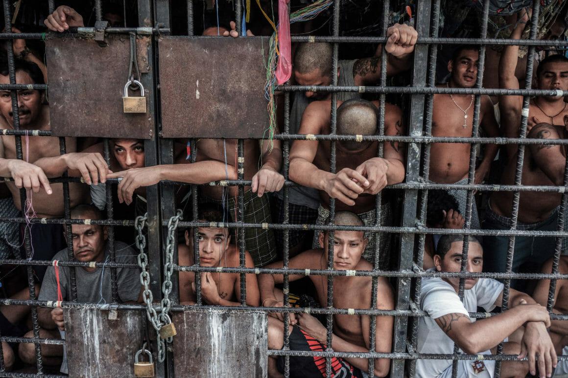 photographie de prisonniers par Giles Clarke,