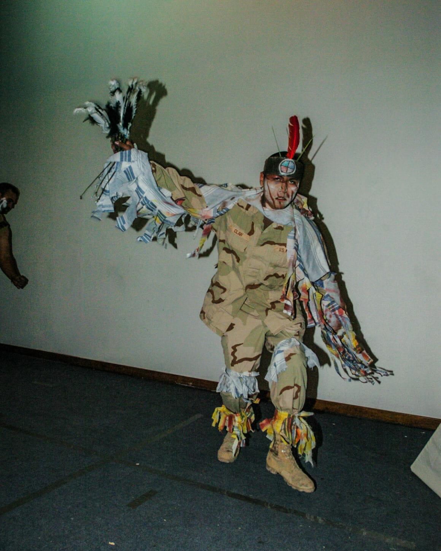 base militaire et divertissement par Ben Brody